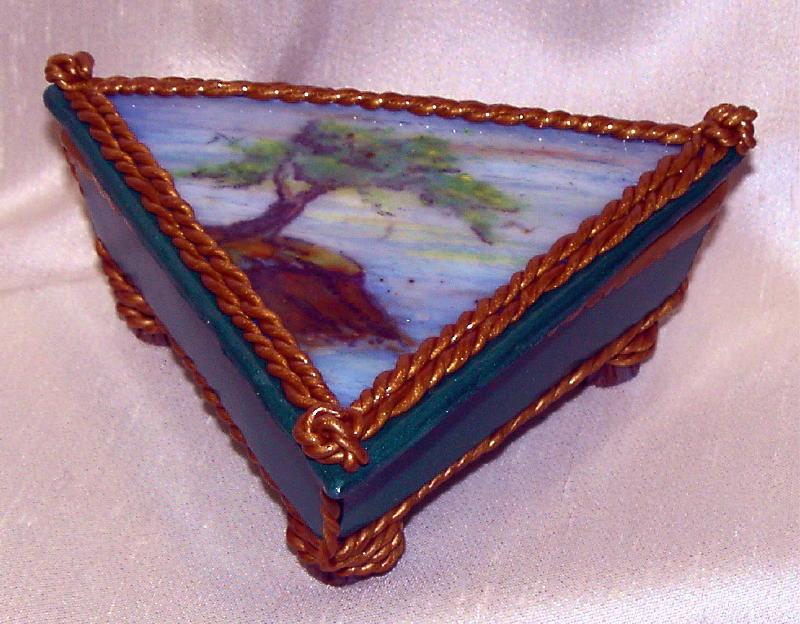 treeboxclosed.jpg